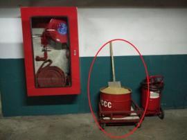 Thùng phi, xẻng xúc cát Phòng cháy chữa cháy